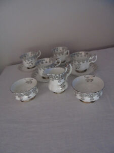 Royal Albert Tea Cups & Cream/Sugar 25th Anniversary