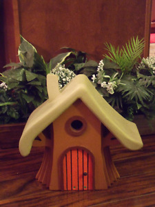 HANDCRAFTED WOODEN BIRDHOUSE – GNOME HOUSE