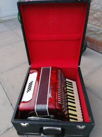 Parrot accordian