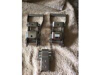 Metal ratchet clips