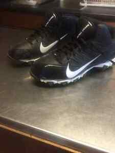 Brand New Boys Nike Football Cleats Size 6Y