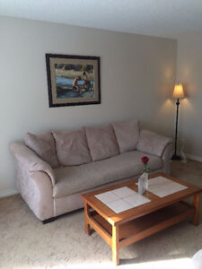 GORGEOUS MAIN FLOOR RENTAL IN GREAT LOCATION