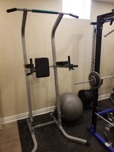 Awesome Home Gym Setup. Everything one needs to pump iron!!