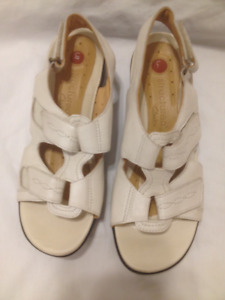 Ladies Clarks Unstructured Off White Leather Sandals 7M