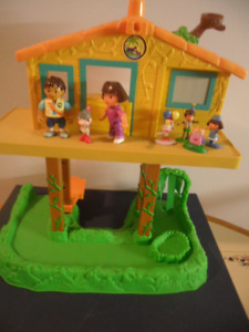 DORA THE EXPLORER TALKING TREEHOUSE AND FIGURES