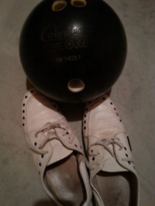 Vector Bowling ball 300 with carrying bag and shoes size 9