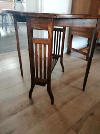 Mid oak gateleg table