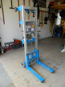 GENIE-LIFT MANUALLY OPERATED FORKLIFT