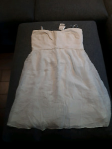 New Strapless White Le Chateau dress