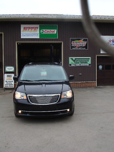 2014 Chrysler Town & Country Touring Minivan, with warranty