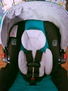 NEW Graco Snugride 35LX infant car seat with base
