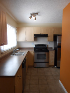 Renovated 2 bed in Oliver w/in-suite laundry avail Oct 1st