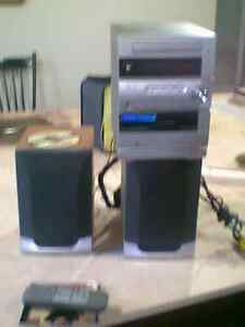ZENITH CD/CASSETTE PLAYER AND RADIO WITH REMOTE Kitchener / Waterloo Kitchener Area image 1