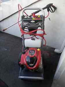 Pressure Washer 2500 PSI - Briggs and Stratton