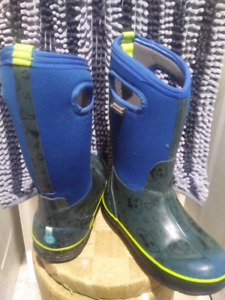Bogs winter boots boys size 2