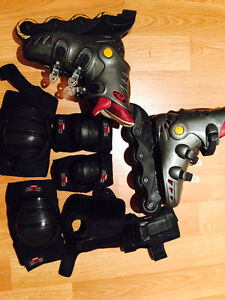ROLLER BLADES, SIZE 6 1/2-7 WITH KNEE, ELBOW, HAND PROTECTION West Island Greater Montréal image 1