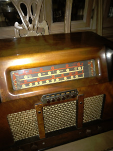 ANTIQUE RADIO - MULTI BAND - PHILCO 51A Shortwave AM etc