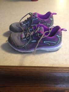 Girl's running shoes, size 6.5