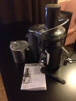 Juicer, 5 Speed. Almost new.