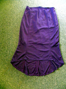 High-Low skirt in the colour plum , nice quality!