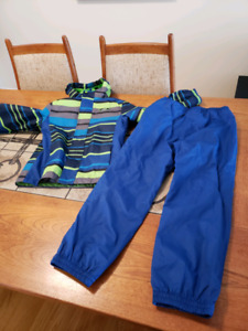Rain jacket and pant size 7/8.15$