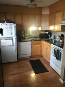 3 bedroom townhouse-Move in bonus- students or family!