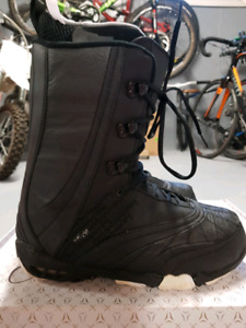 Atomic Waiver Snowboard Boots