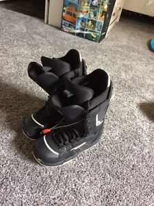 Pair of size 7 Burton Invader snowboard boots