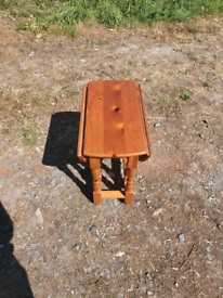 Pine mini occasional table