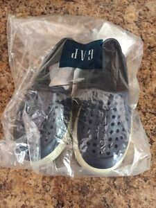 Brand New Gap Baby Boy shoes Sz 5