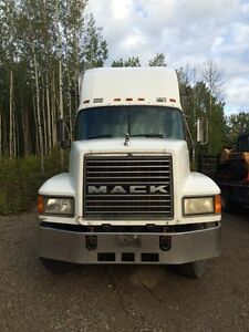1998 Mack CH 613 day cab with pintle hitch