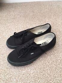 Vans Authentic black size 8