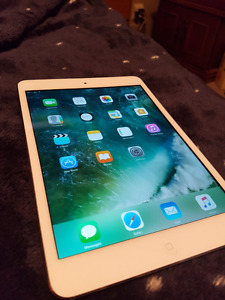 IPad mini 2. 16 GB. Retina display. Mint condition with case