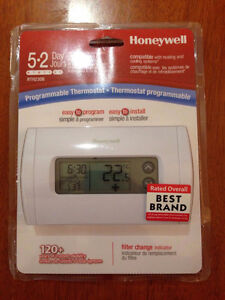 BRAND NEW IN BOX: HONEYWELL PROGRAMMABLE THERMOSTAT RTH230B