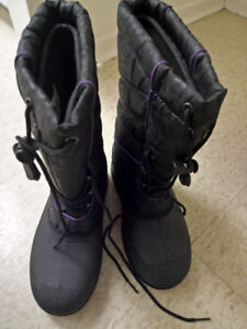 Winter boots woman size 6