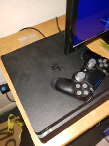 Ps4 1TB, 2 controllers, multiple games