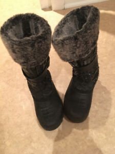 Girl's winter boots in size 1
