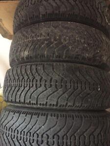 A vendre 4 pneus d hiver sur jantes Goodyear 175/70/13