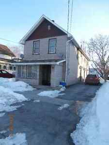 Deseronto - 2 bedroom apt in duplex.