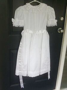 WHITE DRESS WITH BOW HAIRCLIP