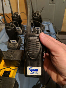 4 walkie-talkie de marque Kenwood. Modele TK-3202