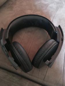 Black PS3/PS4 sony headphones