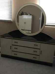 Queen Bedroom Set, Black/Ivory, Excellent Condition