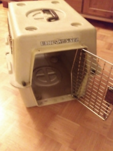 DOG / PET KENNEL/CRATE