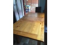 Oak Dining Table. Extendable. In excellent condition