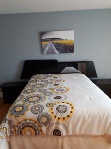 Set de chambre quenn de marque Laurier en bois laqué noir