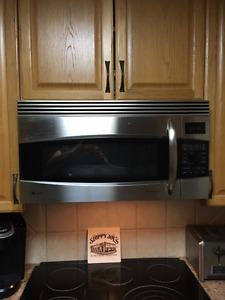 Microwave/convection oven fan above range