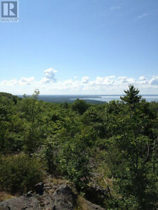 Piece of the Canadian Shield w/ views overlooking Lake Superior