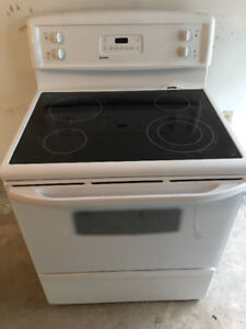 """Kenmore whit 30"""" freestanding electric glass ceramic top stove"""