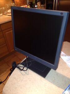 Computer Monitor 17inch flat screen  West Island Greater Montréal image 1